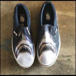 Vans shark size 6